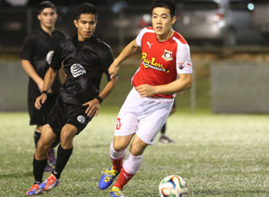 The Payless Supermarkets Strykers FC's Min Sung Choi looks to pass the ball in a 2014-2015 Budweiser Soccer League Division I match against the Southern Cobras.